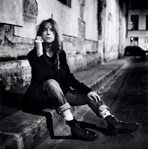 Patti Smith a Bologna e fa un concerto accanto alle vittime della strage nei cieli di Ustica