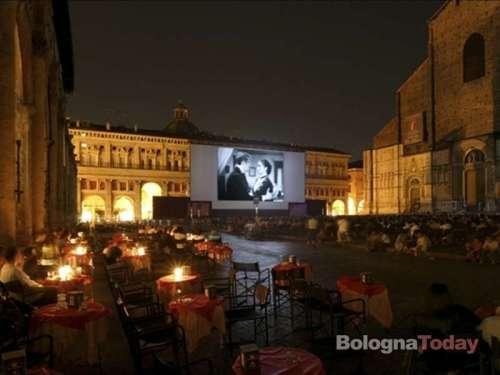 """Il cinema in piazza a Bologna, la Cineteca di Bologna restaura e proietta interamente il capolavoro di Sergio Leone  """"C'era una volta il West"""""""