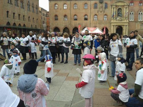 flash mob in piazza maggiore