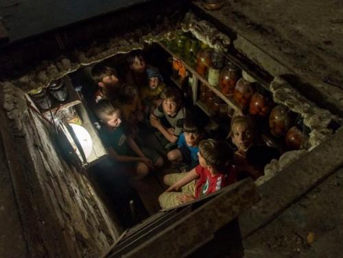 bambini nella buca