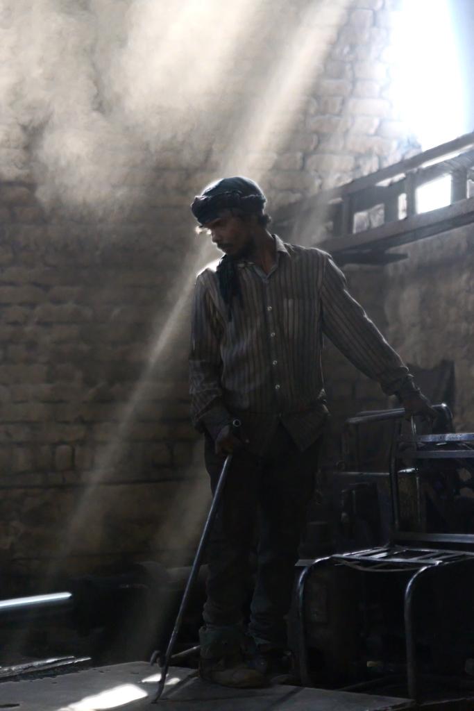 Steel Life : un viaggio fotografico di Nicola Ducati nelle fonderie del Gujarat indiano
